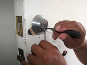 What to Do If Your House Key Won't Turn in the Lock